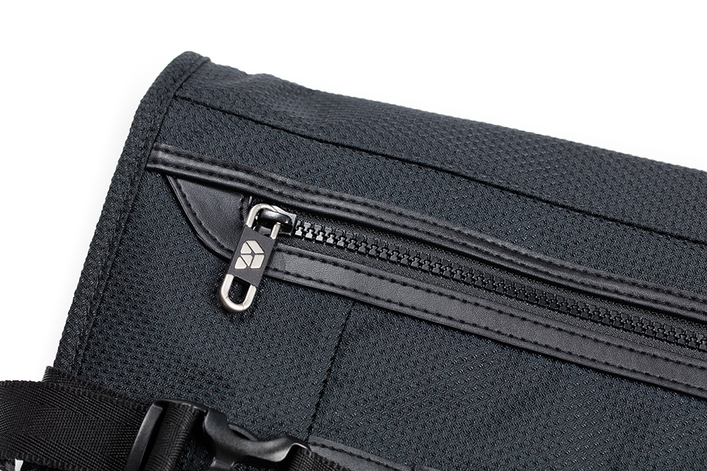 Zipper detail of PLIQO Carry-On